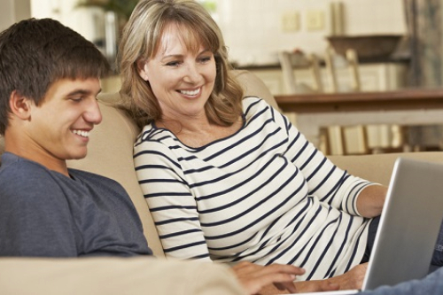 Redes sociales en adolescentes